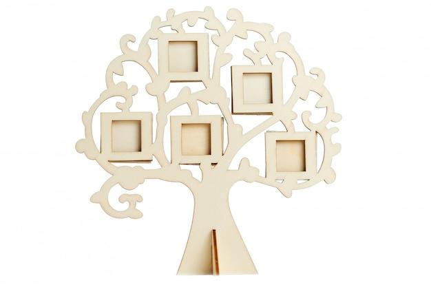 Cadre en bois de l'arbre généalogique sur une surface blanche