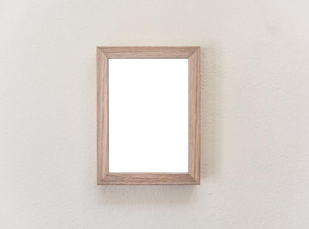 Cadre en bois sur le mur blanc