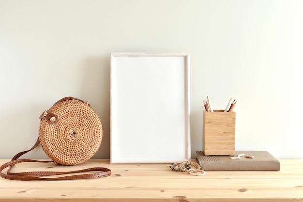 Cadre en bois de style bohème pour les illustrations.