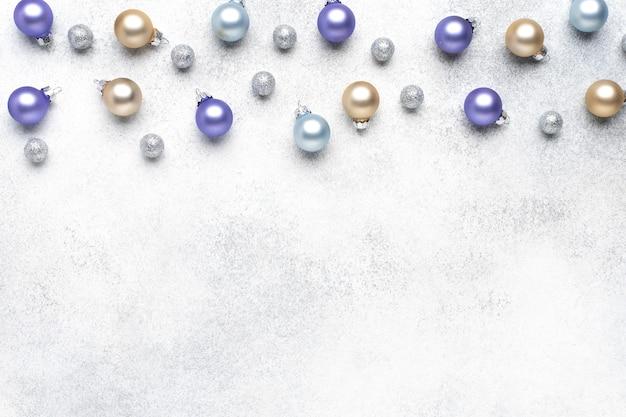 Cadre de boules de noël avec espace pour le texte