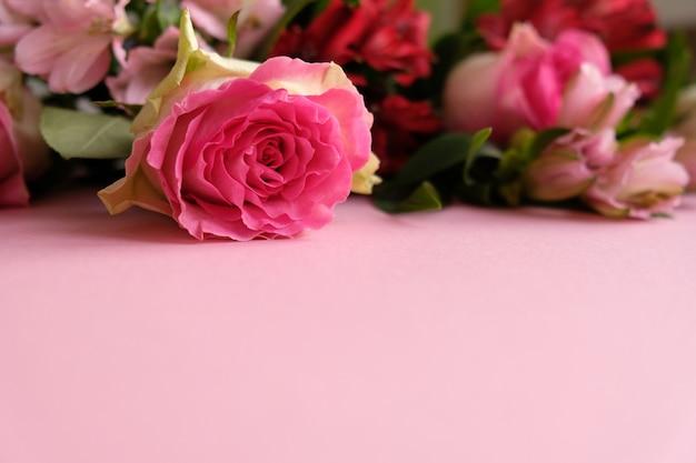 Cadre avec bouquet de fleurs