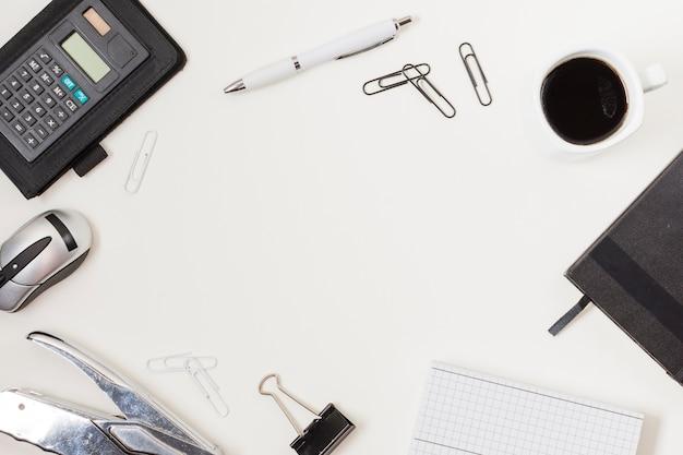 Cadre de bureau sur une table