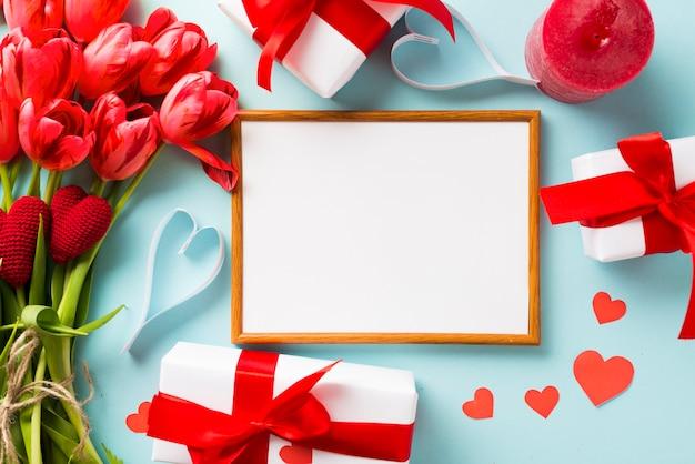 Cadre et cadeaux de la saint-valentin
