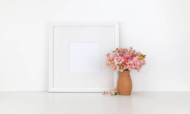 Cadre carré sur fond blanc