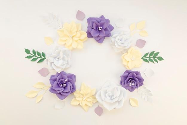 Cadre circulaire floral sur fond blanc