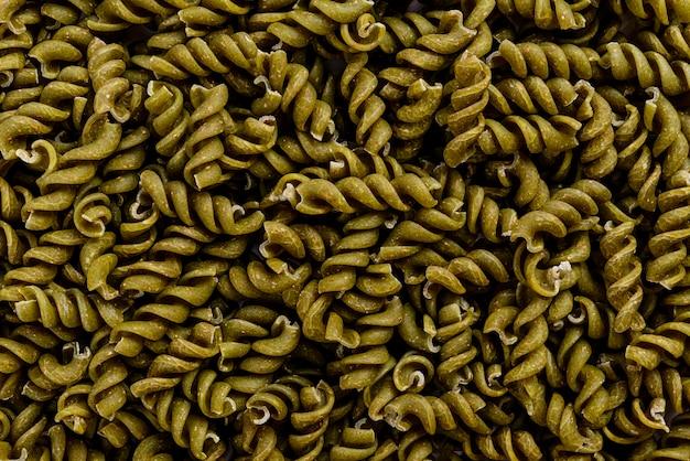 Cadre complet de pâtes en spirale à grains entiers aux épinards