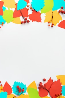 Cadre de composition automne papier couleur feuilles branches baies