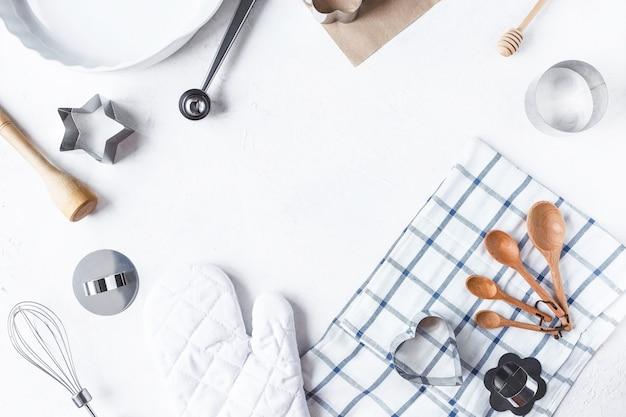 Cadre composition vaisselle et accessoires de cuisine