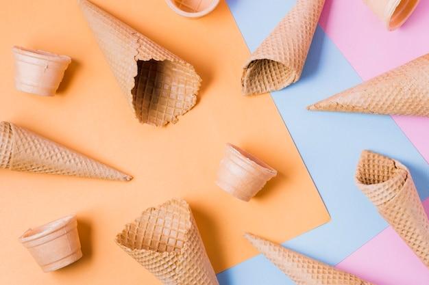 Cadre de cônes de crème glacée à plat
