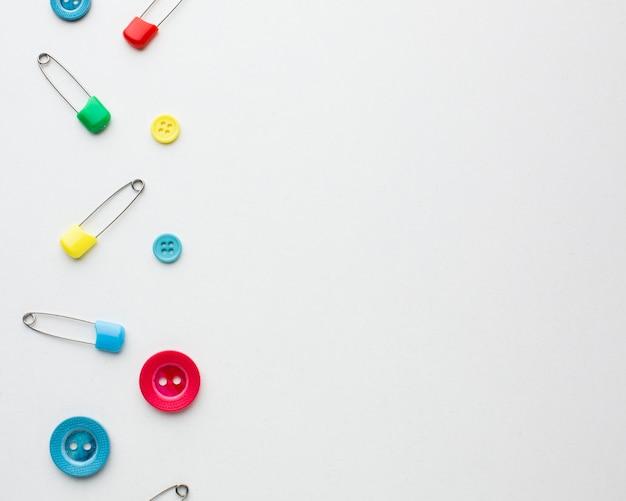 Cadre de copie avec des épingles de sûreté et des boutons