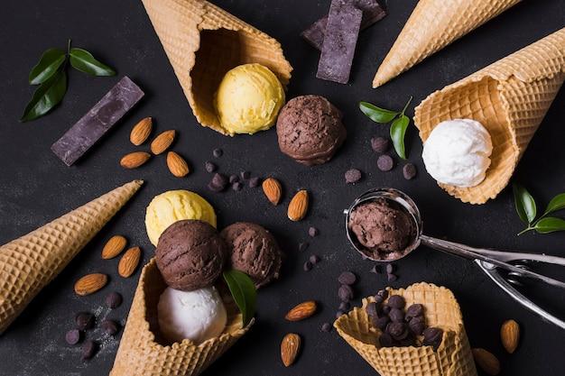 Cadre de cornets et de boules de crème glacée