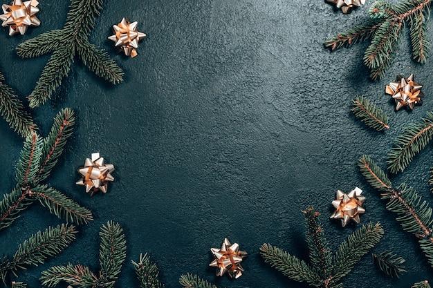Cadre créatif fait de branches de sapin de noël