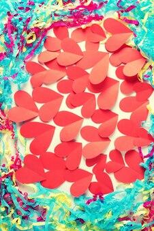Cadre décoratif coeur, fond de papier de couleur rouge blanc