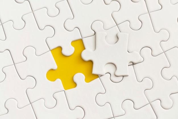Le cadre du puzzle pour le texte. stratégie d'entreprise, travail d'équipe.