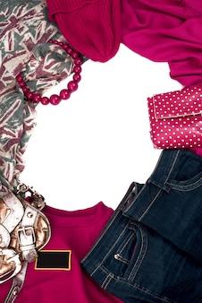 Cadre d'éléments de la garde-robe féminine.