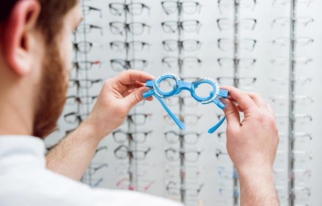 Cadre d'essai. lunettes d'essai. optométrie.