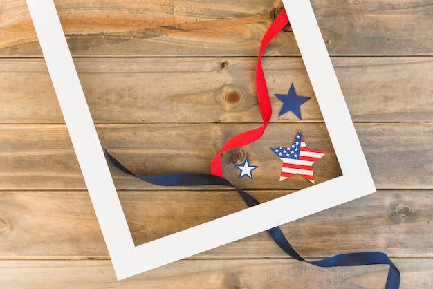 Cadre et étoiles américaines avec des rubans