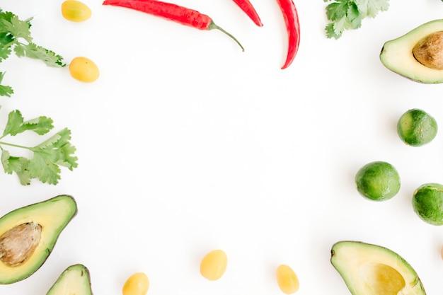 Cadre fait d'ingrédients alimentaires crus de guacamole
