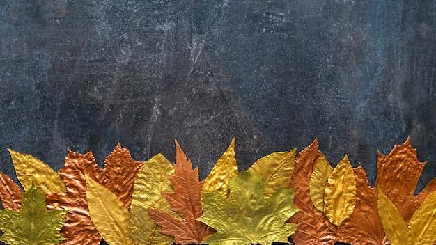 Cadre de feuille de cuivre d'or d'automne métallique