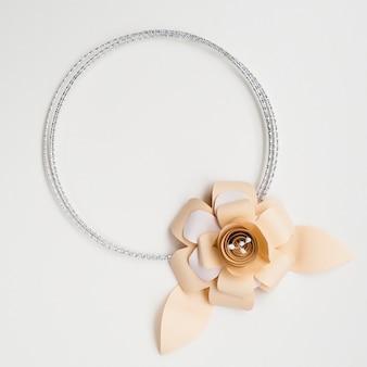 Cadre de fleur en papier élégant