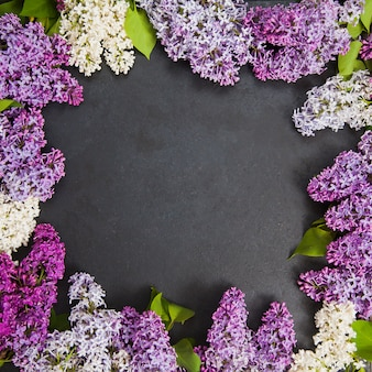 Cadre de fleurs lilas