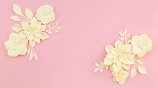 Cadre floral sur fond rose