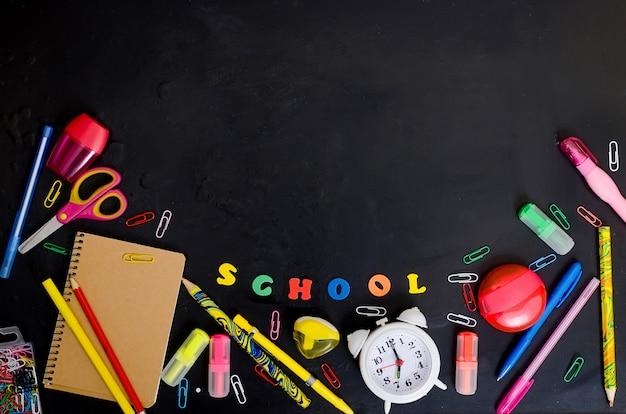 Cadre de fournitures scolaires et de bureau