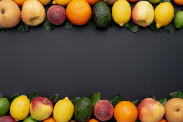 Cadre de fruits avec une variété de limes et de citrons