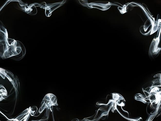 Cadre de fumée sur fond noir
