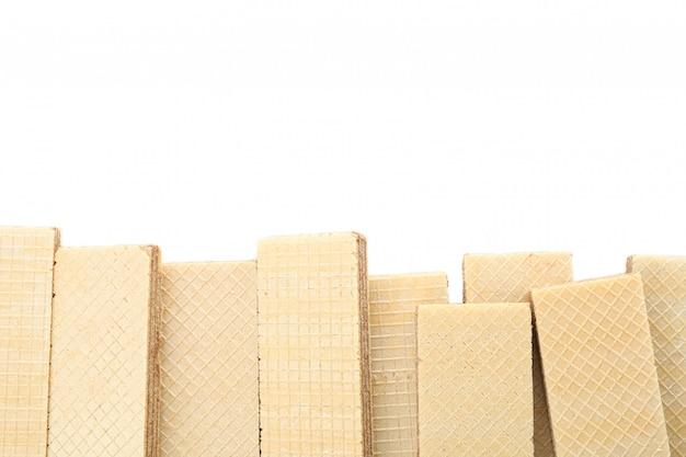 Cadre de gaufrettes sucrées isolé sur fond blanc