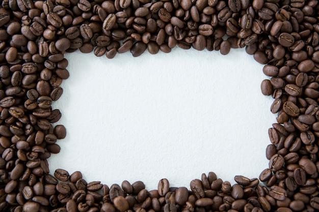 Cadre en grains de café torréfiés
