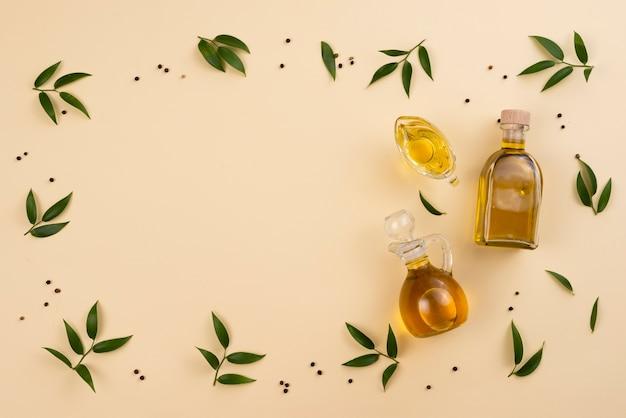 Cadre huile d'olive et feuilles avec espace de copie