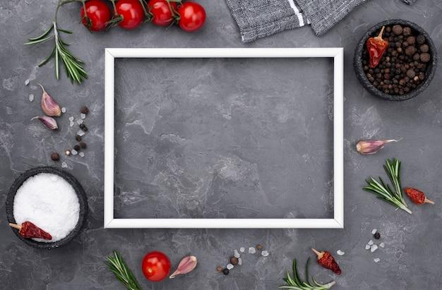 Cadre avec des ingrédients de cuisson à côté