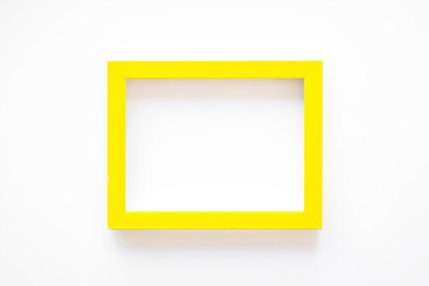 Cadre jaune sur blanc