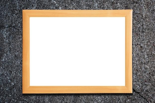 Cadre sur un mur de béton avec une fissure. isolé sur blanc