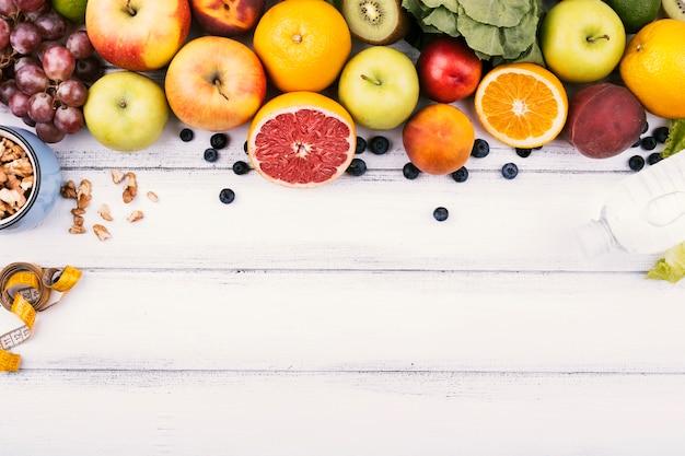 Cadre de la nourriture de délicieux fruits sains