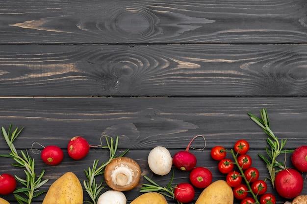 Cadre de nourriture saine à plat