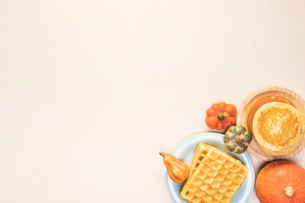 Cadre de nourriture vue de dessus avec des gaufres