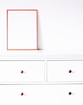 Cadre en or rose sur la décoration et la conception de meubles blancs pour la maison de luxe pour l'impression et l'impression d'affiches de maquette ...