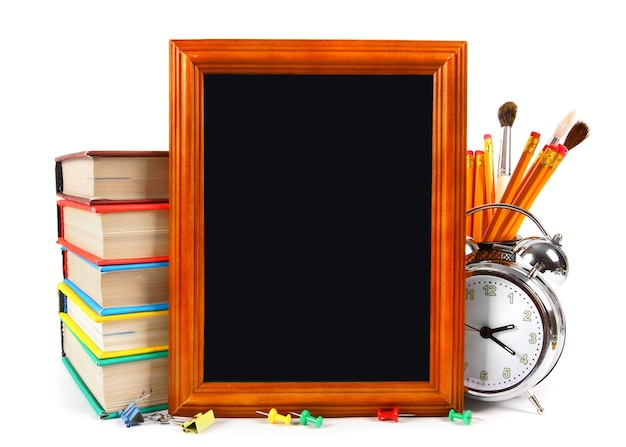 Cadre et outils scolaires. sur une table blanche.