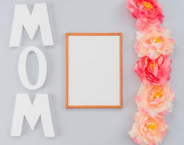 Cadre personnalisé avec mot maman et pivoines