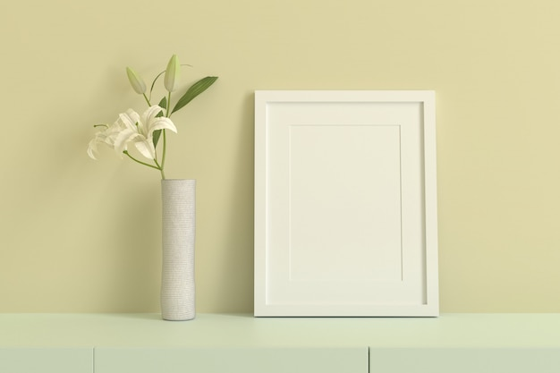 Cadre photo blanc vide pour insérer du texte ou une image à l'intérieur avec une fleur blanche dans une pièce jaune clair.