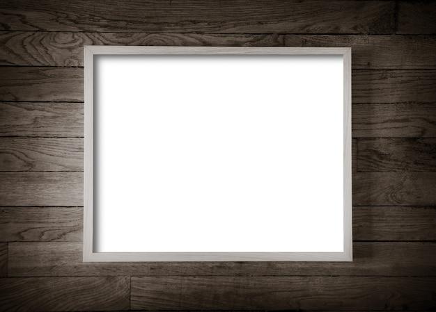 Cadre photo en bois accroché sur le vieux fond de mur en bois