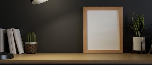 Cadre photo en bois vide sur une table minimale avec un espace pour le rendu 3d de l'affichage du produit