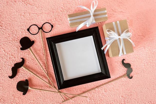 Cadre photo avec des cadeaux pour la fête des pères.