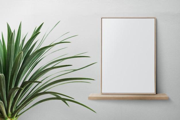 Cadre photo moderne sur une étagère