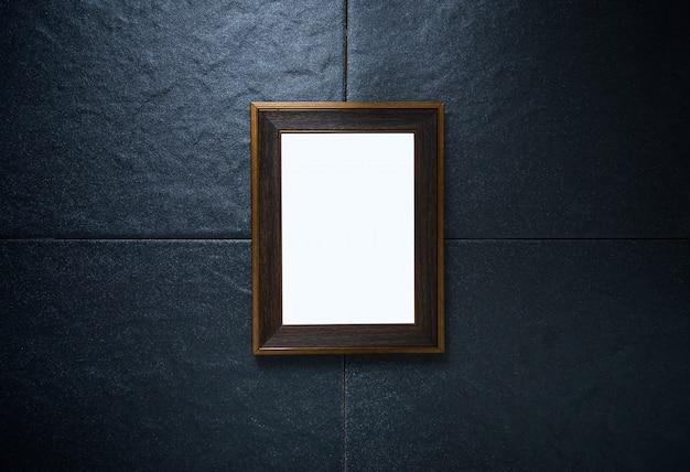 Cadre photo sur mur de pierre noire
