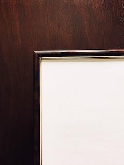 Cadre photo vierge sur fond en bois décoration de luxe et affiche de design d'intérieur impression et impression ...