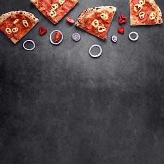 Cadre de pizza vue de dessus avec copie-espace