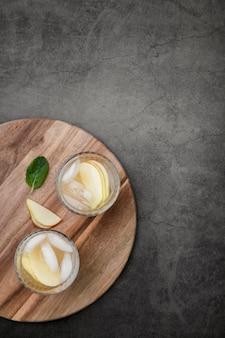 Cadre plat avec boissons et espace copie